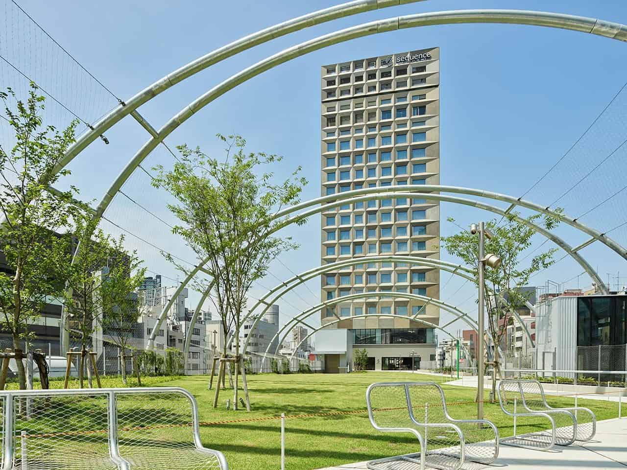 sequence MIYASHITA PARK ตั้งอยู่บนสวนสาธารณะลอยฟ้ามิยาชิตะ ในย่านชิบูย่า