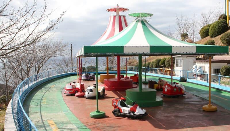 เครื่องเล่นภายในสวนสนุก Sumaura Sanjo Yuen Park