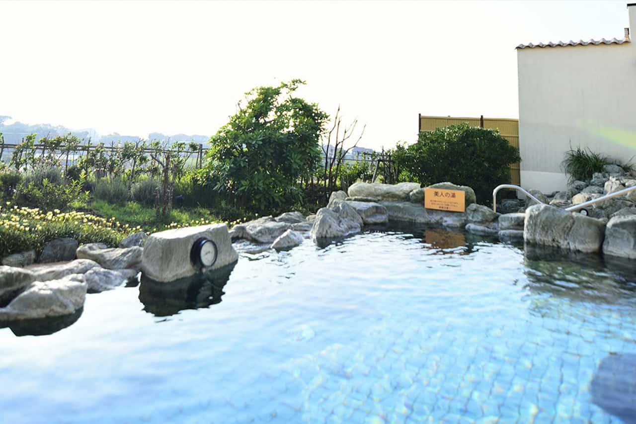 ออนเซ็นกลางแจ้งภายใน Yokosuka Soleil Hill