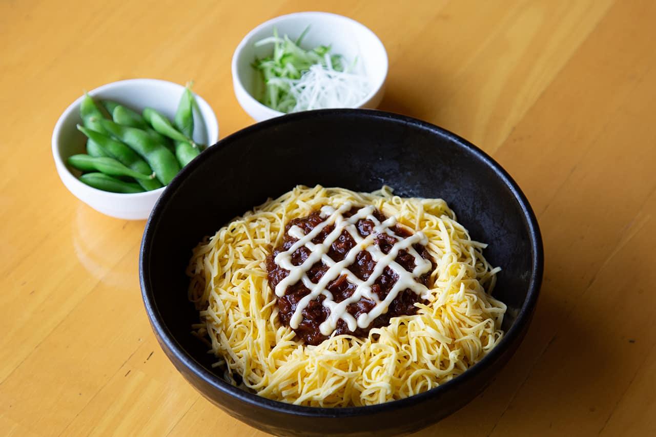 เมนูอาหารภายใน Yokosuka Soleil Hill - บะหมี่ที่ตกแต่งเป็นดอกทานตะวัน