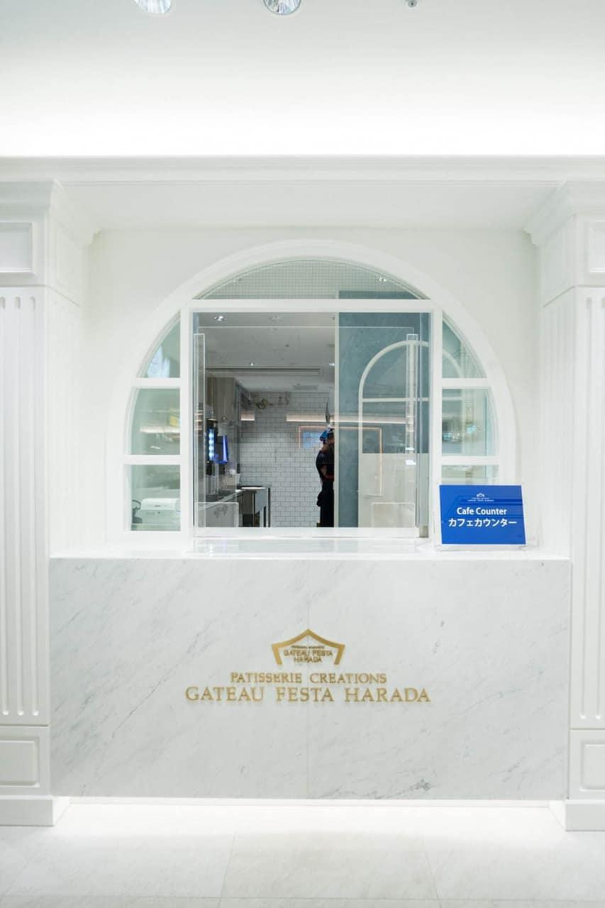 GATEAU FESTA HARADA สาขา Gransta Tokyo ยังมีคาเฟ่เครื่องดื่มให้บริการ