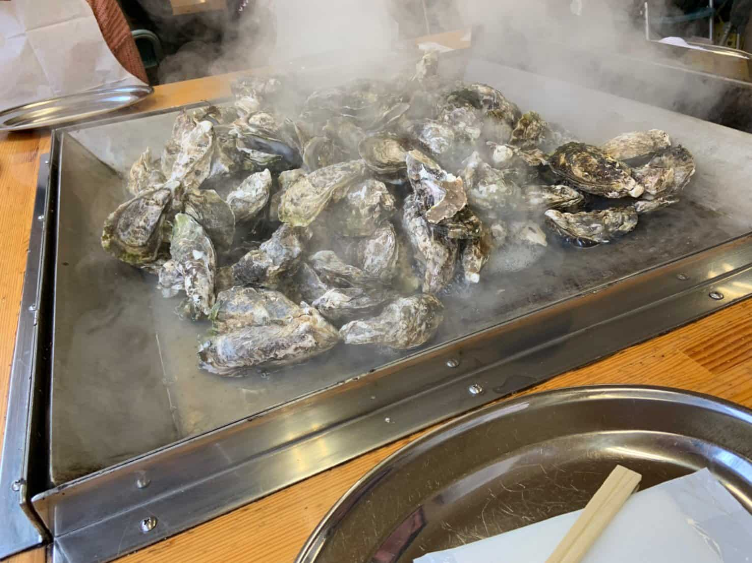 บุฟเฟ่ต์หอยนางรมย่าง จากร้าน Matsushima Tourism Association Oyster Shacks เมืองมัตสึชิิมะ