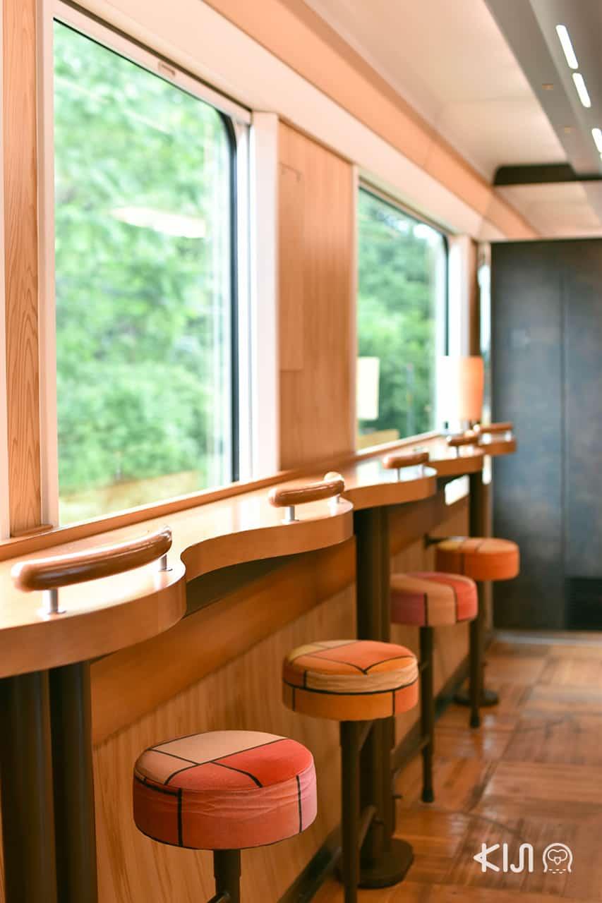 จุดถ่ายรูปตามเส้นทางเดินรถไฟขบวน Resort Shirakami - เคาน์เตอร์ไม้ ORAHO