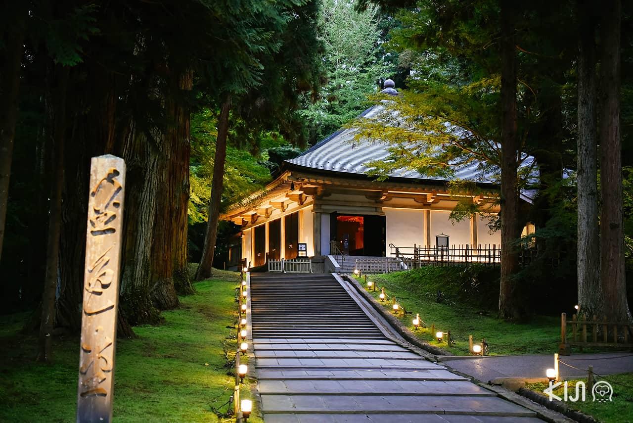 วิหารทองคำคนจิกิโด (Konjikidō Golden Hall)ภายในบริเวณวัด Chusonji