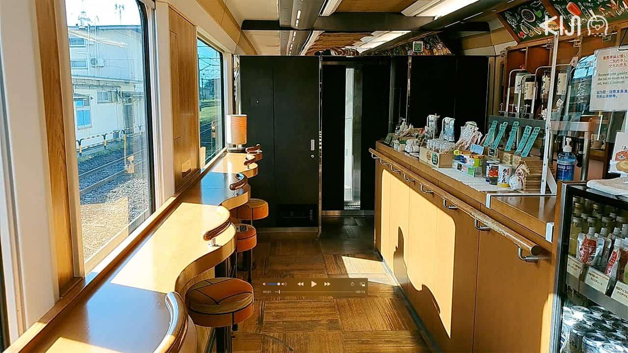 บรรยากาศภายในตู้โดยสาร 3 ของขบวนรถไฟ Resort Shirakami