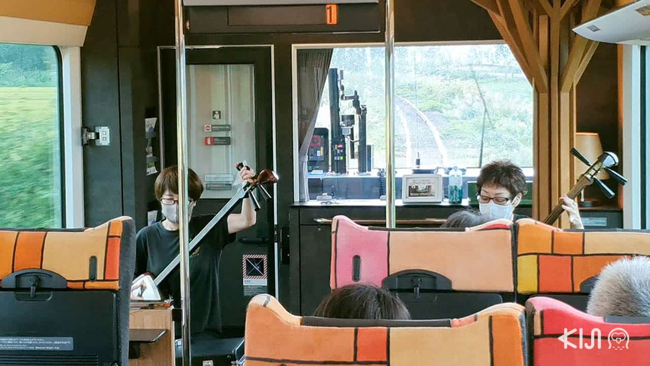 การแสดงดนตรีบนรถไฟขบวน Resort Shirakami