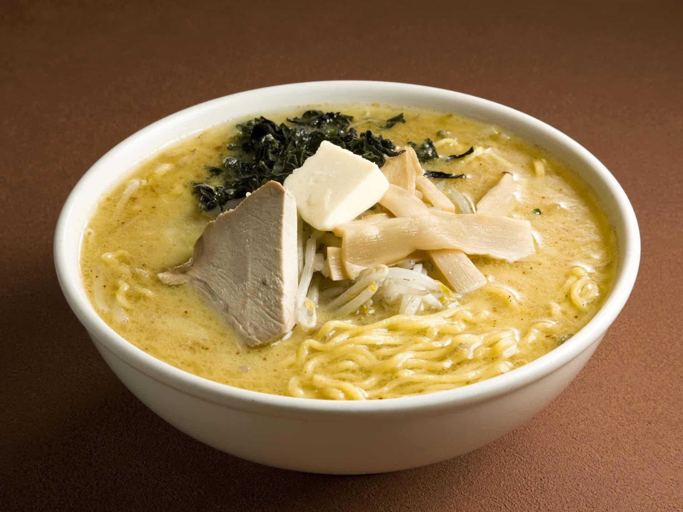 อาหาร จ.อาโอโมริ (Aomori) - ราเมนมิโสะแกงกะหรี่นมวัว (Miso Curry Milk Ramen)