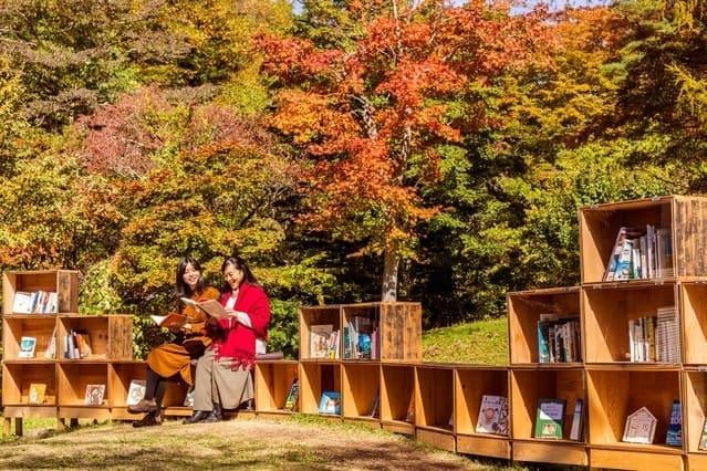 Koyo Toshokan อีเว้นท์หนังสือและคาเฟ่ ช่วงฤดูใบไม้ร่วง ที่รีสอร์ท HOSHINOYA Karuizawa