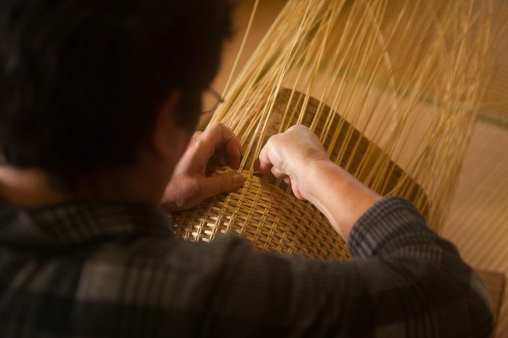 การสาน กระเป๋า ด้วยมือในเมือง โทโยโอกะ