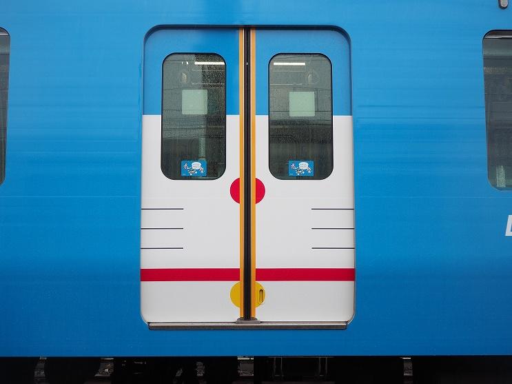 การแต่งตกภายนอกของรถไฟขบวน DORAEMON GO!