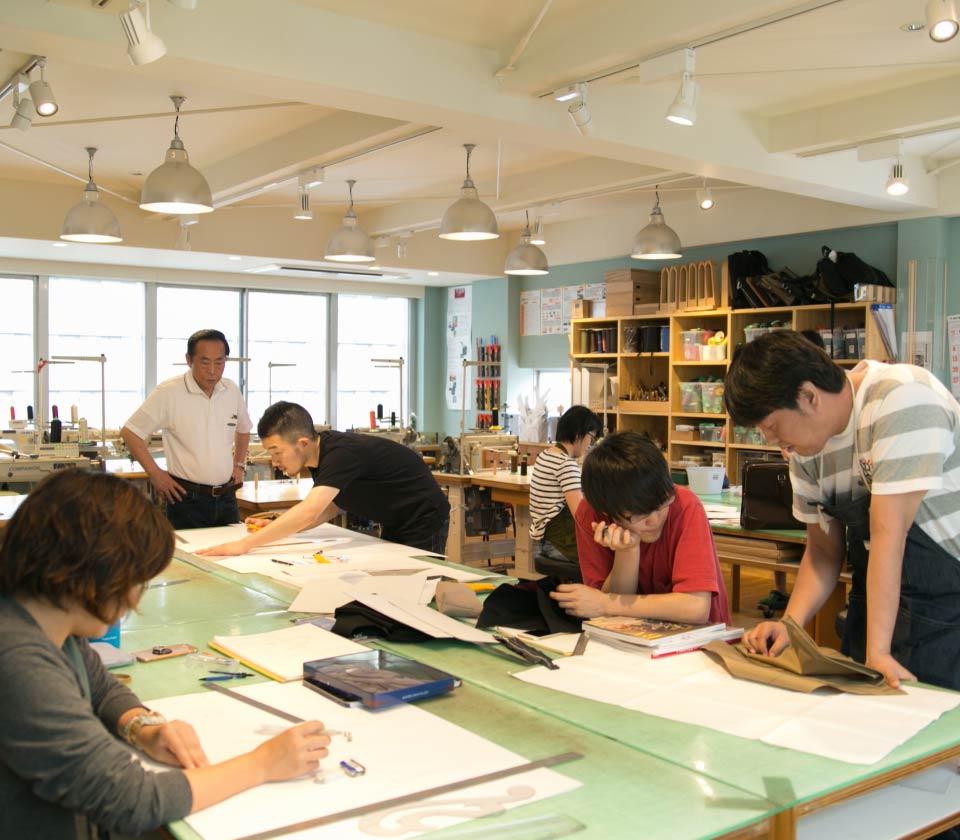 โรงเรียนสอนทำ กระเป๋า โทโยโอกะ (Toyooka Kaban Artisan School)