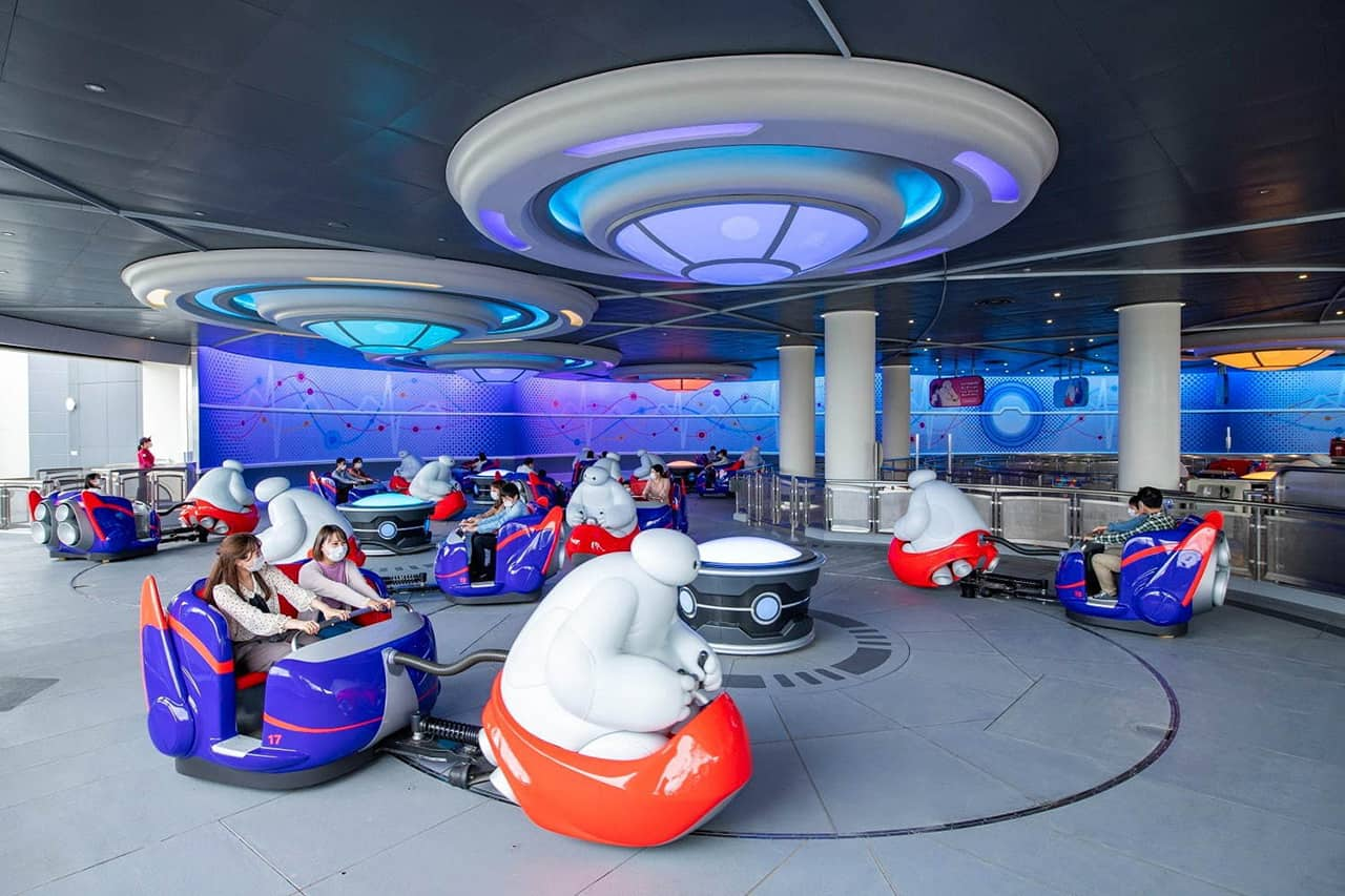 The Happy Ride with Baymax เครื่องเล่นแบบ Ride Attractions