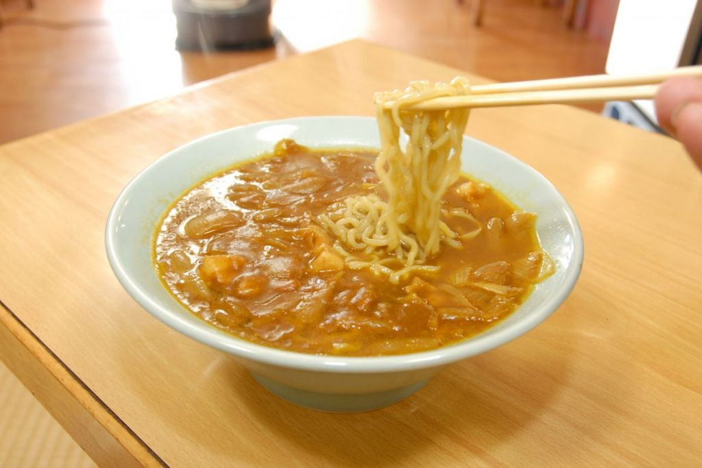 อาหารพื้นบ้าน อาหารท้องถิ่น จ.นีงาตะ - ราเมนแกงกะหรี่ซันโจ (Sanjo Curry Ramen) เมืองซันโจ (Sanjo)