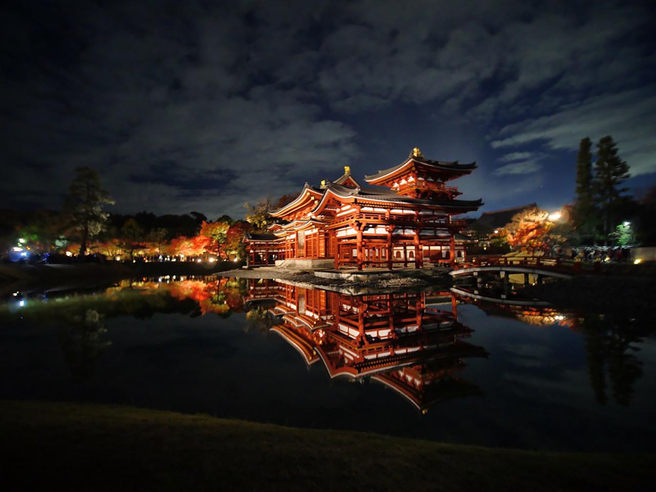 บรรยากาศยามค่ำคืนของวัดเบียวโดอิน จุดชมใบไม้เปลี่ยนสี ใน เกียวโต