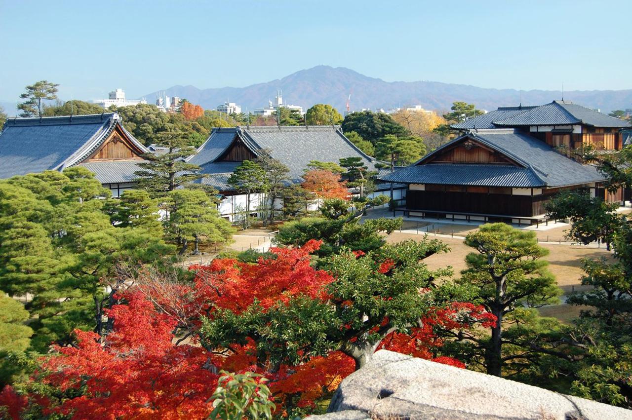 ปราสาทนิโจ จุดชมใบไม้เปลี่ยนสี ใน เกียวโต ที่มองข้ามไปไม่ได้