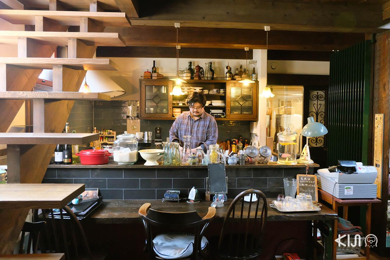 บรรยากาศภายใน Café & Antique Titi คาเฟ่ กาแฟและขนมหวานในเมือง เซนได
