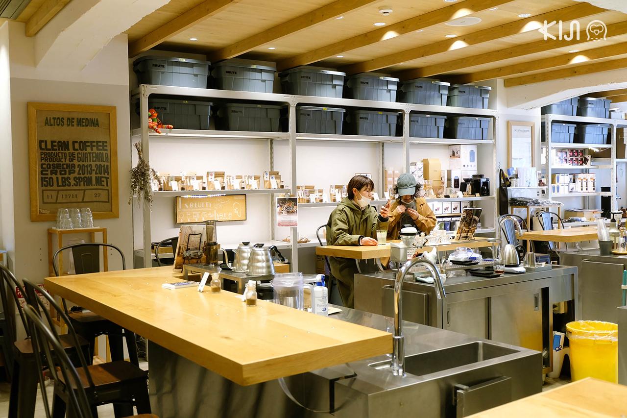 บรรยากาศภายในร้าน Flat White Coffee Factory สาขา Downtown Sendai
