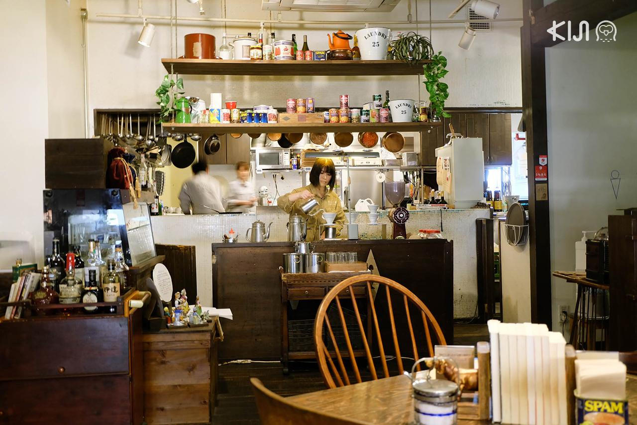บรรยากาศภายใน คาเฟ่ Café Aoyama Bunko เซนได