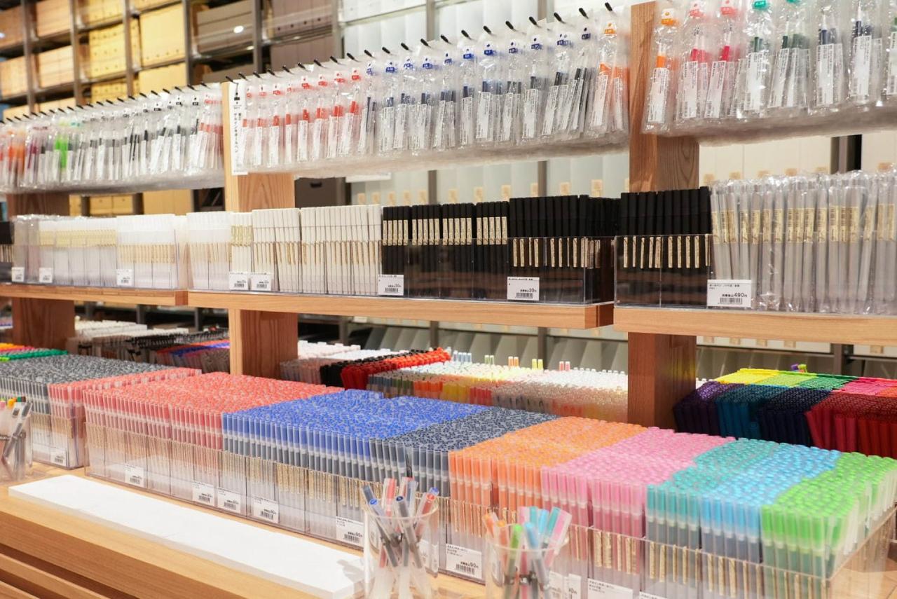 อุปกรณ์เครื่องใช้ในสำนักงานก็มีให้เลือกมากมายใน MUJI Tokyo Ariake