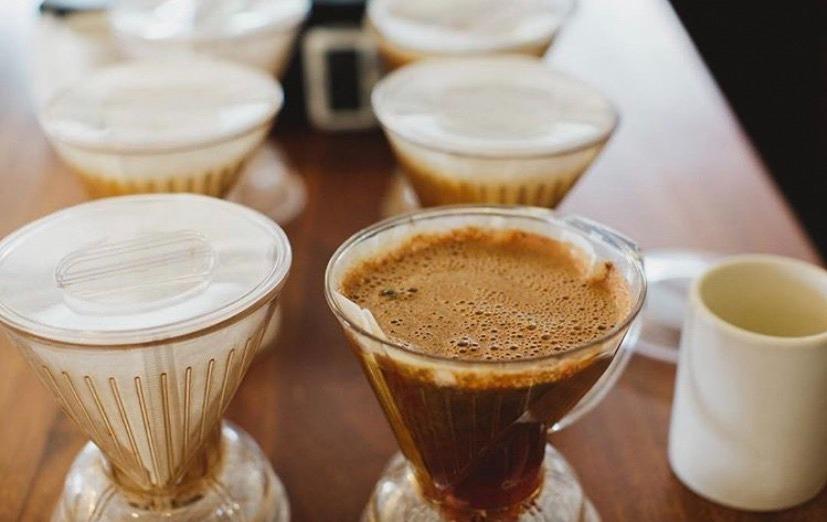 แวะดื่มกาแฟรสชาติหอมกลมกล่อมที่ ERIC ROSE