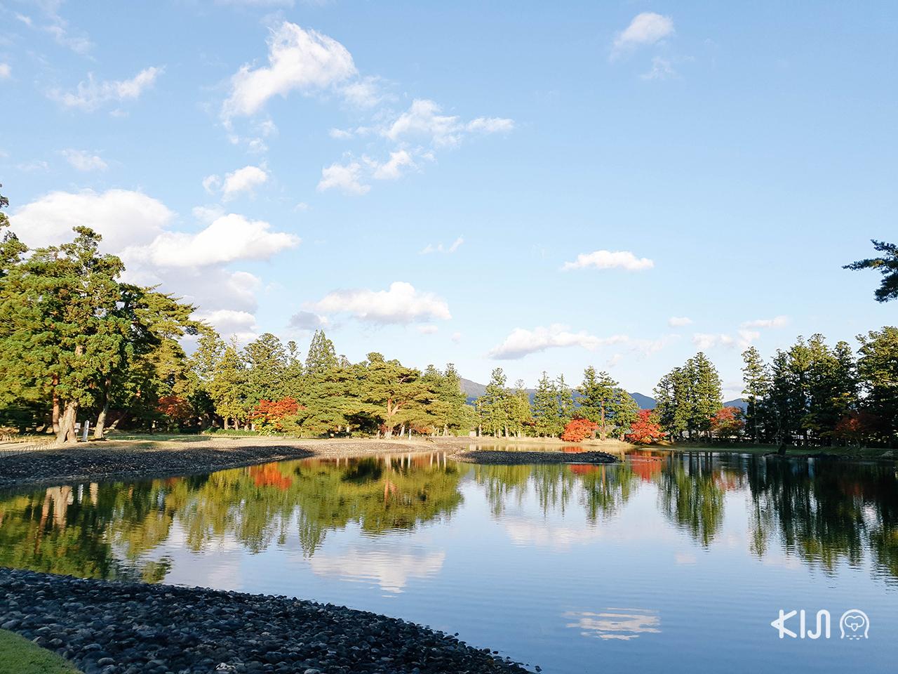 บรรยากาศ ใบไม้เปลี่ยนสี ใน โทโฮคุ ที่ Motsuji Temple