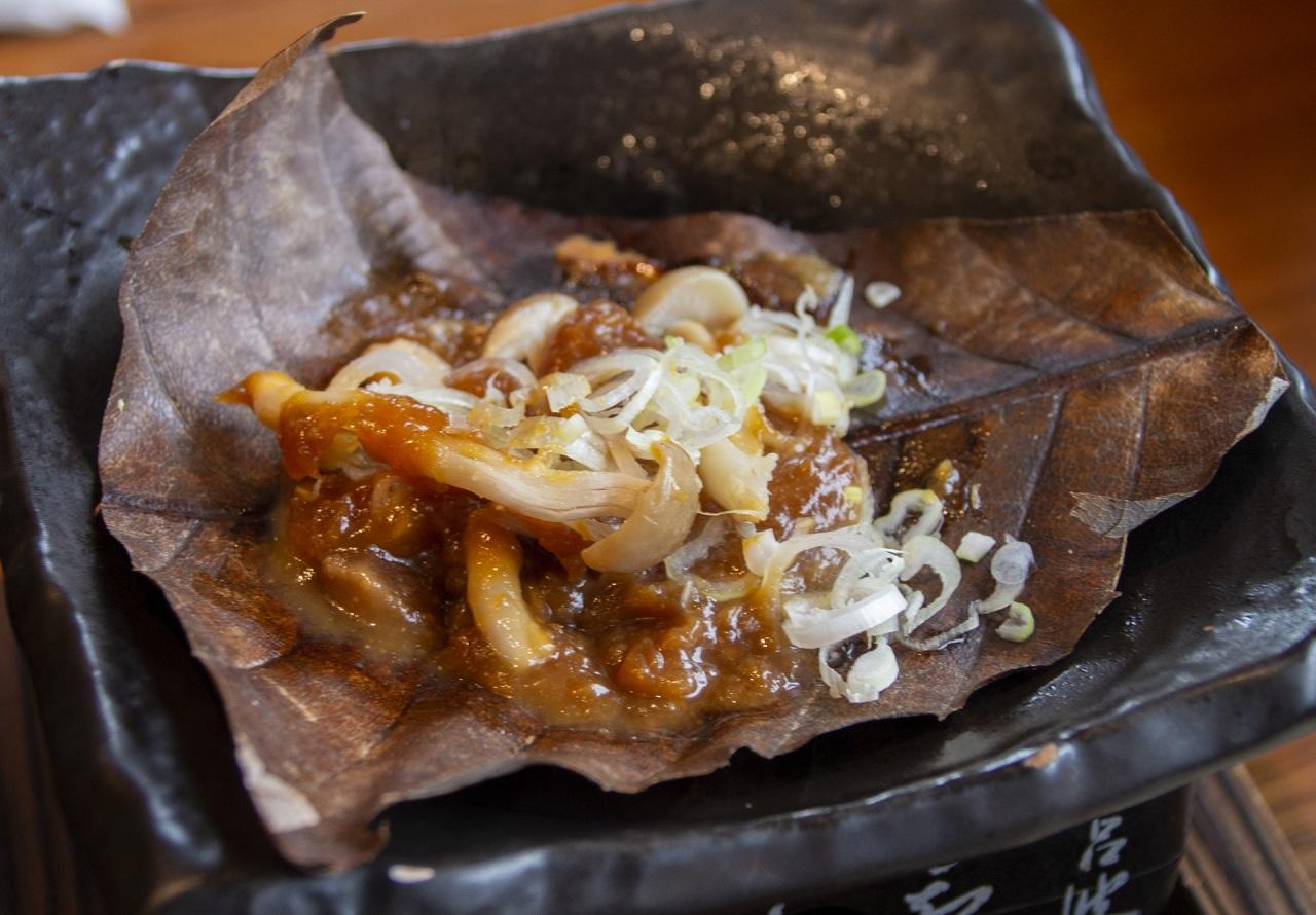 อาหารท้องถิ่น จ.กิฟุ - โฮบะมิโซะ (Hoba Miso)