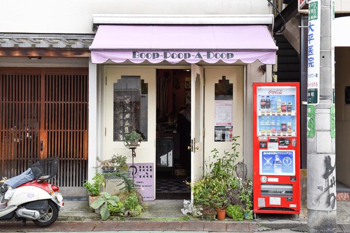 ร้านเสื้อผ้ามือสอง เล็กๆ ในย่าน Daikanyama แต่มีเสื้อผ้าและเครื่องประดับสวยๆ เพียบ