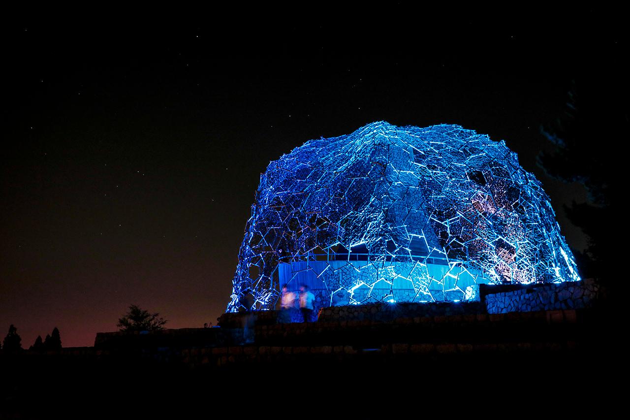 เที่ยว จ.โกเบ - Rokko Shidare Observatory ในตอนกลางคืนจะมีการแสดงไฟประดับวิบวับสลับสีไปมา