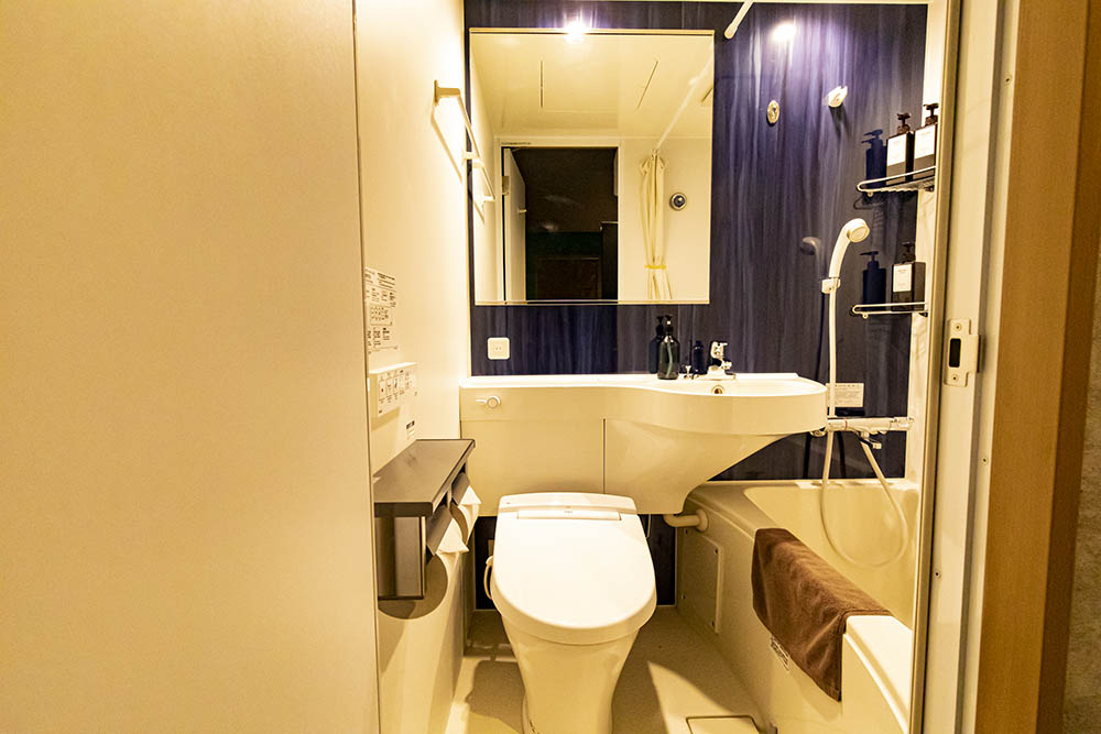 ห้องนำ้ในที่พักของ Under Railway Hotel Akihabara