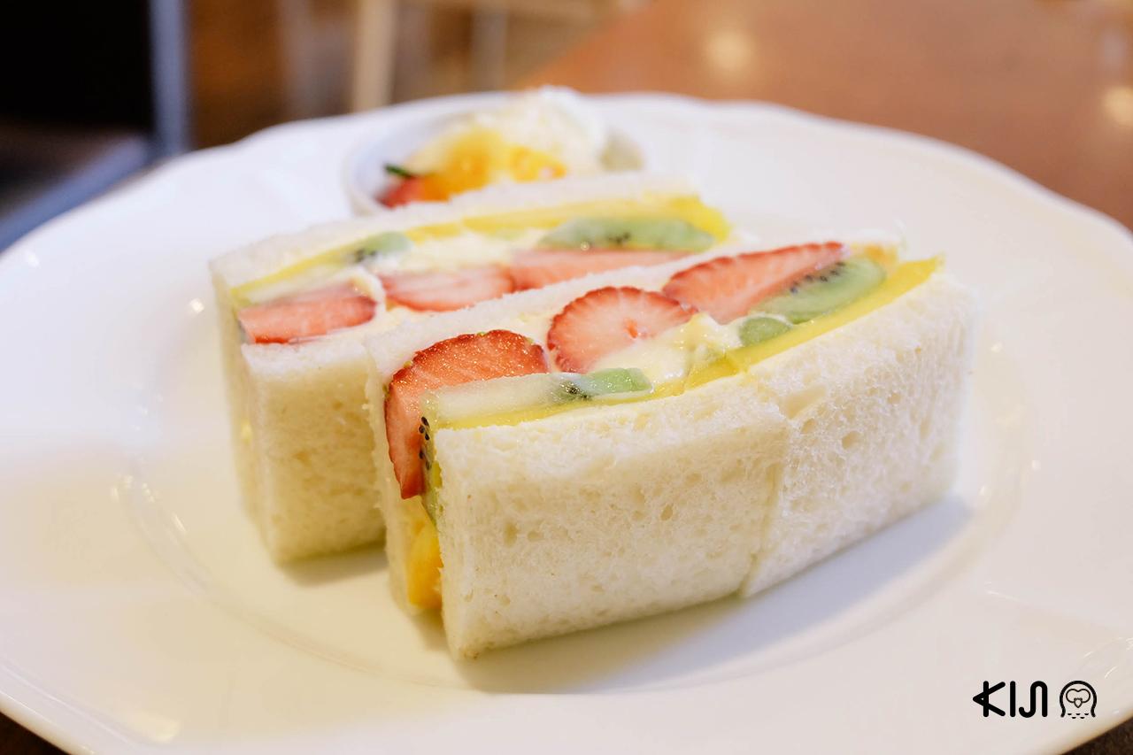 กินแซนด์วิชผลไม้หลังจาก ชมซากุระ ในจังหวัด มิยากิ สุดยอดแห่งความฟินเลยแหละ