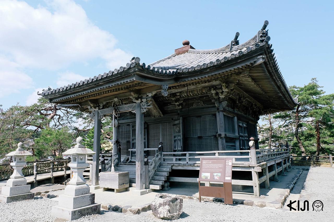 ทริปนี้นอกจากจะได้ ชมซากุระ สวยๆ ใน มิยากิ ยังได้มาไหว้พระขอพรกันด้วยนะ