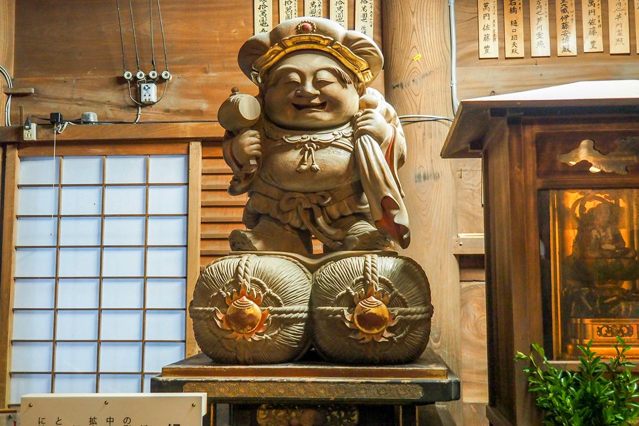 วัดโฮโคจิ, Hamamatsu : รูปปั้นของเทพ Daikoku (大黒)