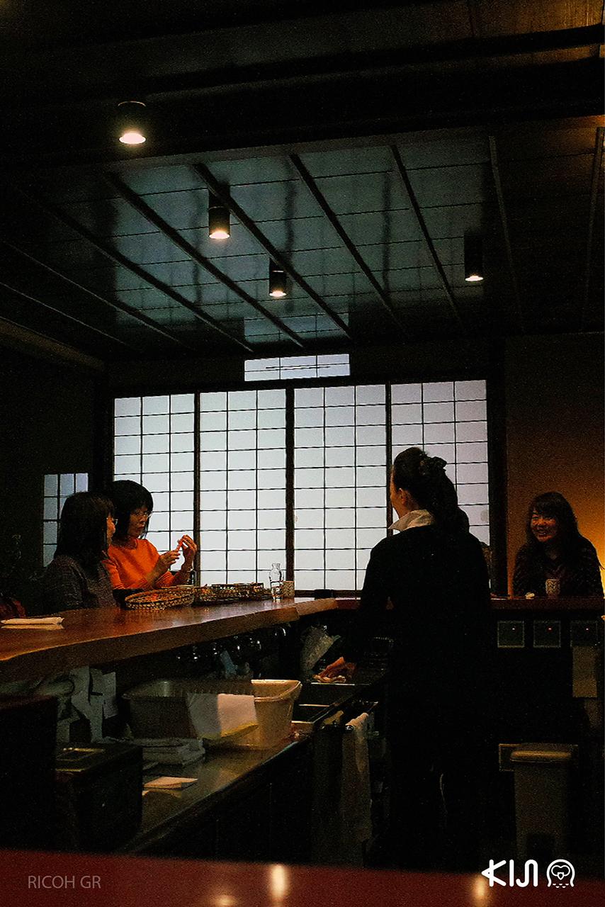 แวะทานมื้อกลางวันในร้านสไตล์ญี่ปุ่นที่ Higashi Chaya District, Kanazawa