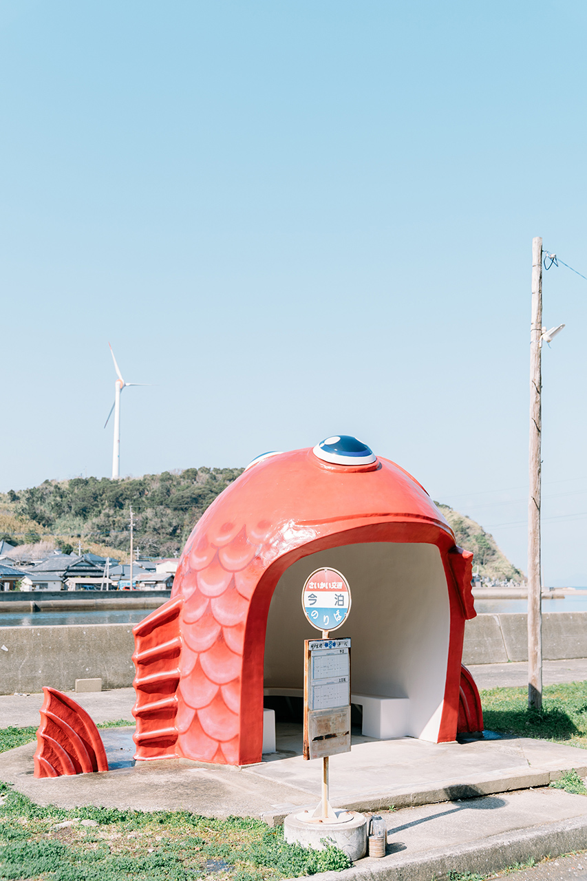 สถานที่เที่ยวในจ.นางาซากิ (Nagasaki) และ ซากะ (Saga) - Fish Bus Stop บนเกาะคากิโนะอุระ (Kakinoura Island)