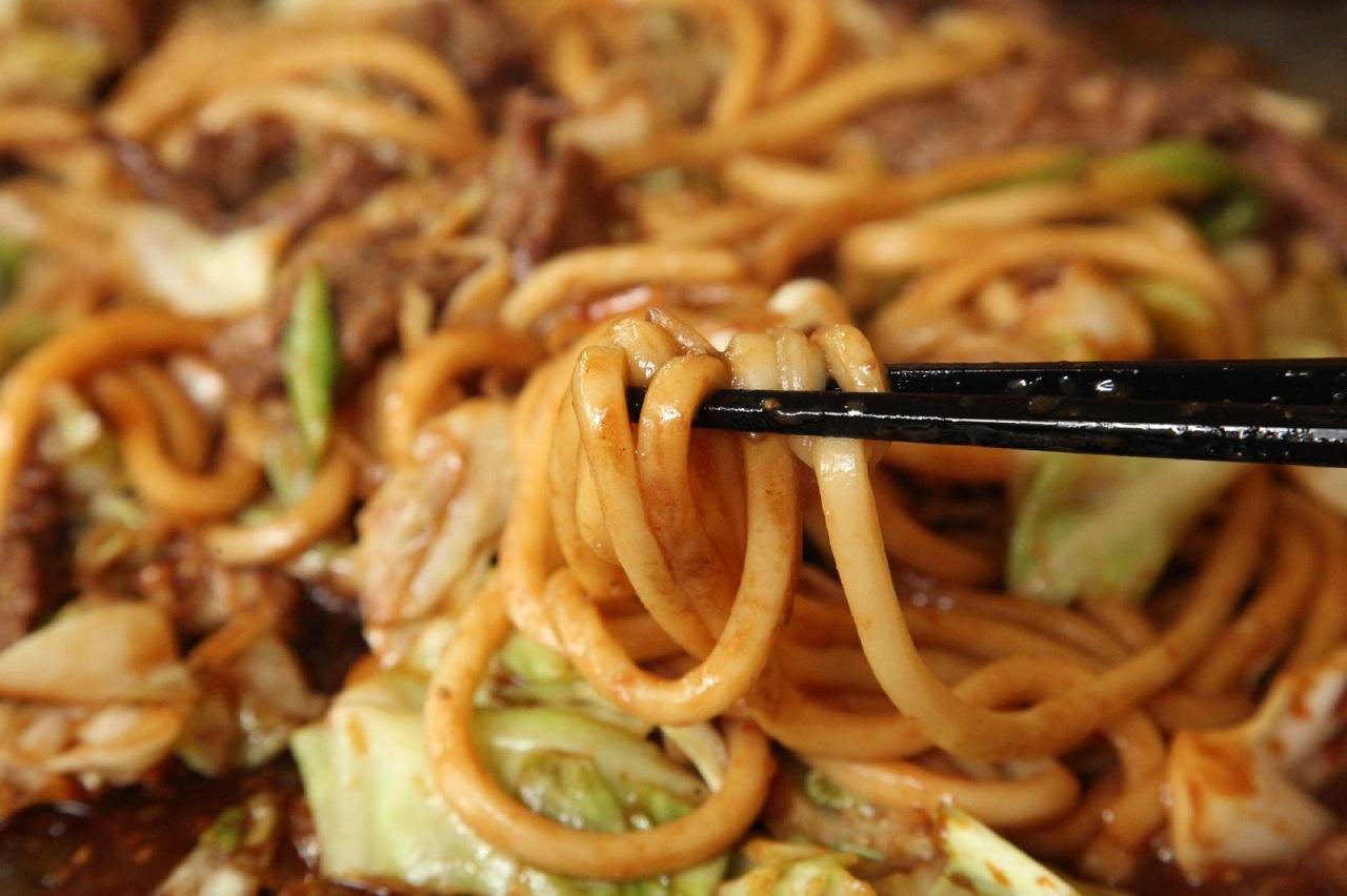 อาหารท้องถิ่น จ.มิเอะ (Mie) - คาเมยามะมิโสะยากิอุด้ง (Kameyama Miso Yakiudon)