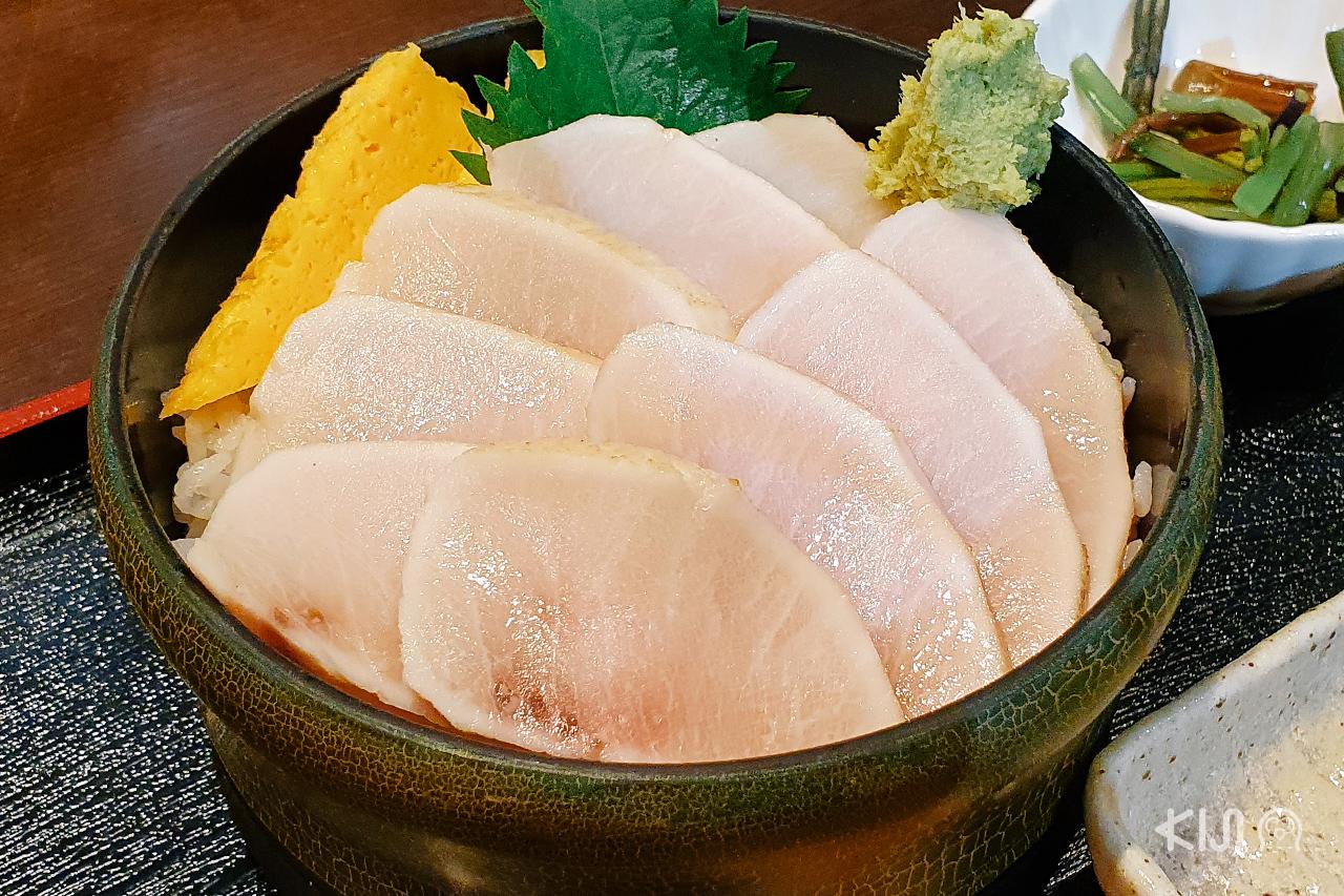 ข้าวหน้าปลาดิบ จากร้าน Kaneto Suisan ในเมือง Kesennuma จ.มิยากิ