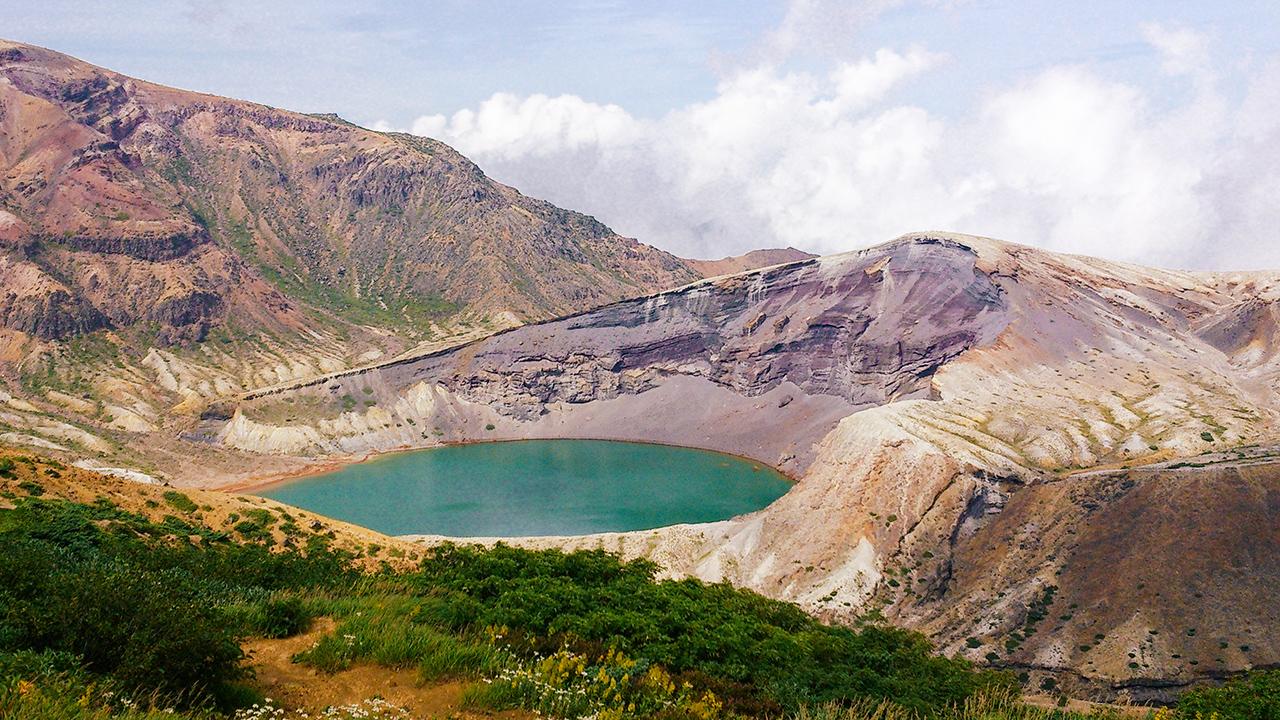 ทะเลสาบห้าสี โอคามะ (Okama Crater)