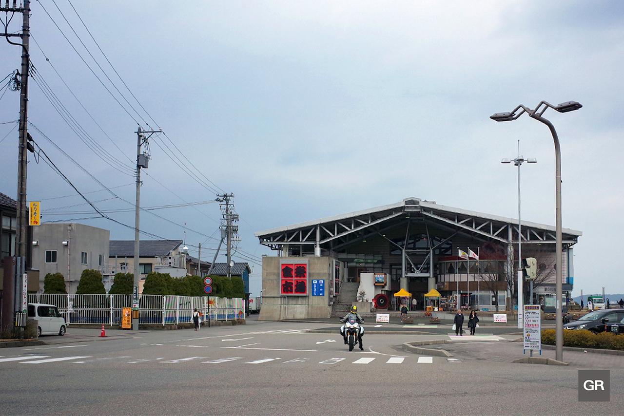 Noto Shokusai Ichibaตลาดปลาของเมืองนานาโอะ (Nanao)