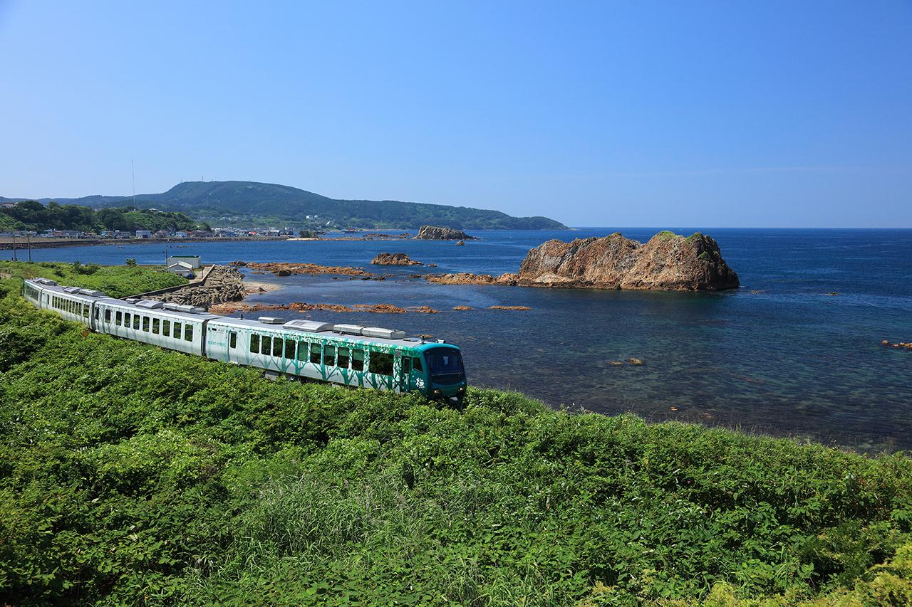 """เที่ยว """"โทโฮคุ"""" ช่วงต้น ฤดูร้อน โดยรถไฟ Resort Shirakami"""