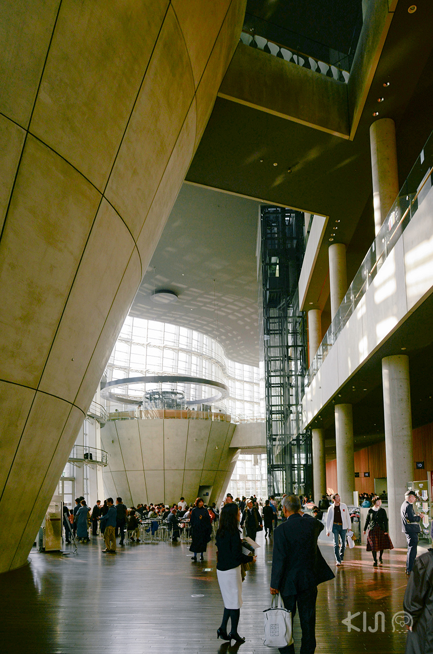 บรรยากาศโถงภายใน The National Art Center, Tokyo