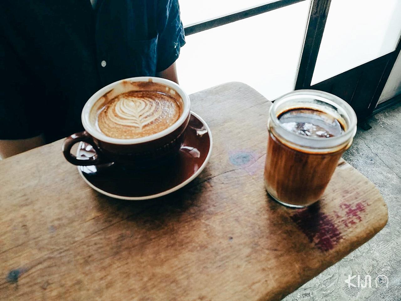 """Dirty"" กาแฟรสเข้มของร้าน Bear Pond Espresso"
