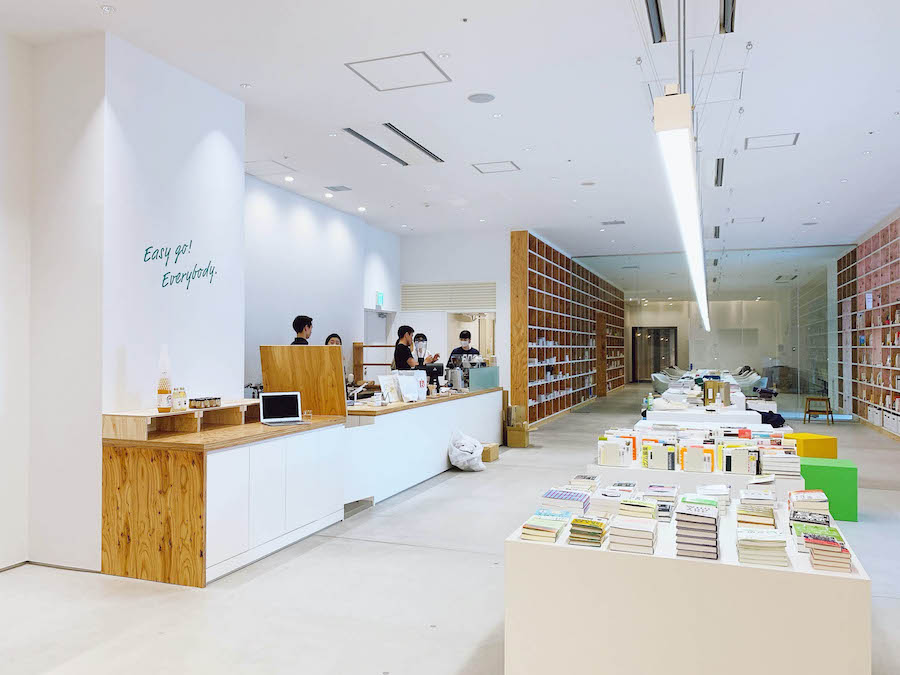 บรรยากาศภายในร้านหนังสือ SPBS TOYOSU ณ กรุงโตเกียว