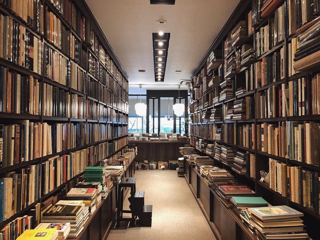 ภายในร้าน Kitazawa Bookstore มีการตกแต่งสไตล์วินเทจที่ชวนให้นึกถึงประเทศอังกฤษในสมัยก่อน