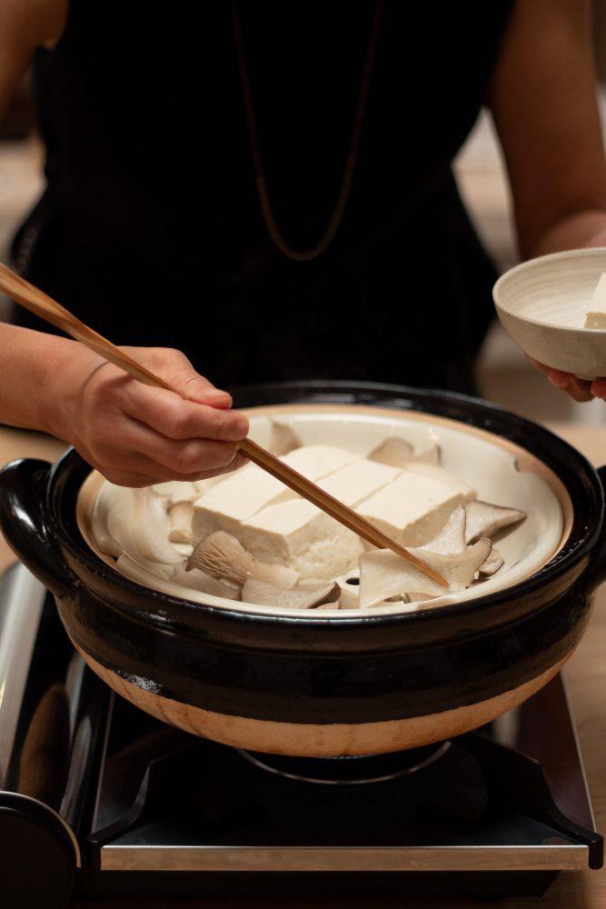 """ทำอาหารญี่ปุ่นง่ายๆ ด้วย """"โดนาเบะ"""" หม้อดินเผาญี่ปุ่น"""
