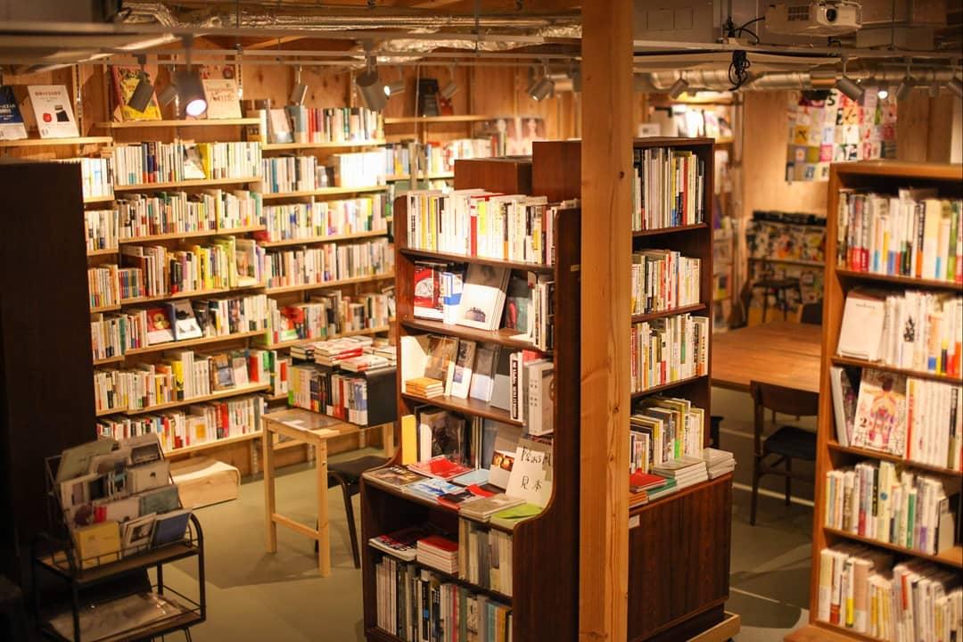 ร้านหนังสือ ใน จ.โตเกียว - B&B (Book and Beer)