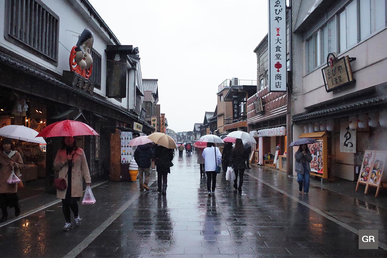 ถนนโอฮาไรมาจิ (Oharai-machi) กับตลาดโอคาเกะ (Okage-yokocho)