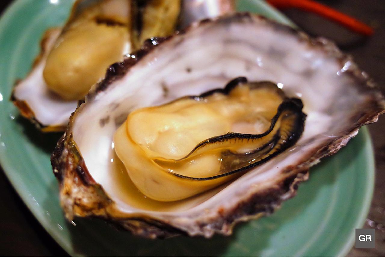 ในคอร์ส ISE-EBI KIWAMI Course ของร้าน KAGETU นอกจากจะมี กุ้งมังกรอิเสะ เป็นไฮไลท์แล้ว ยังมีหอยนางรมชิ้นโตอีกด้วย