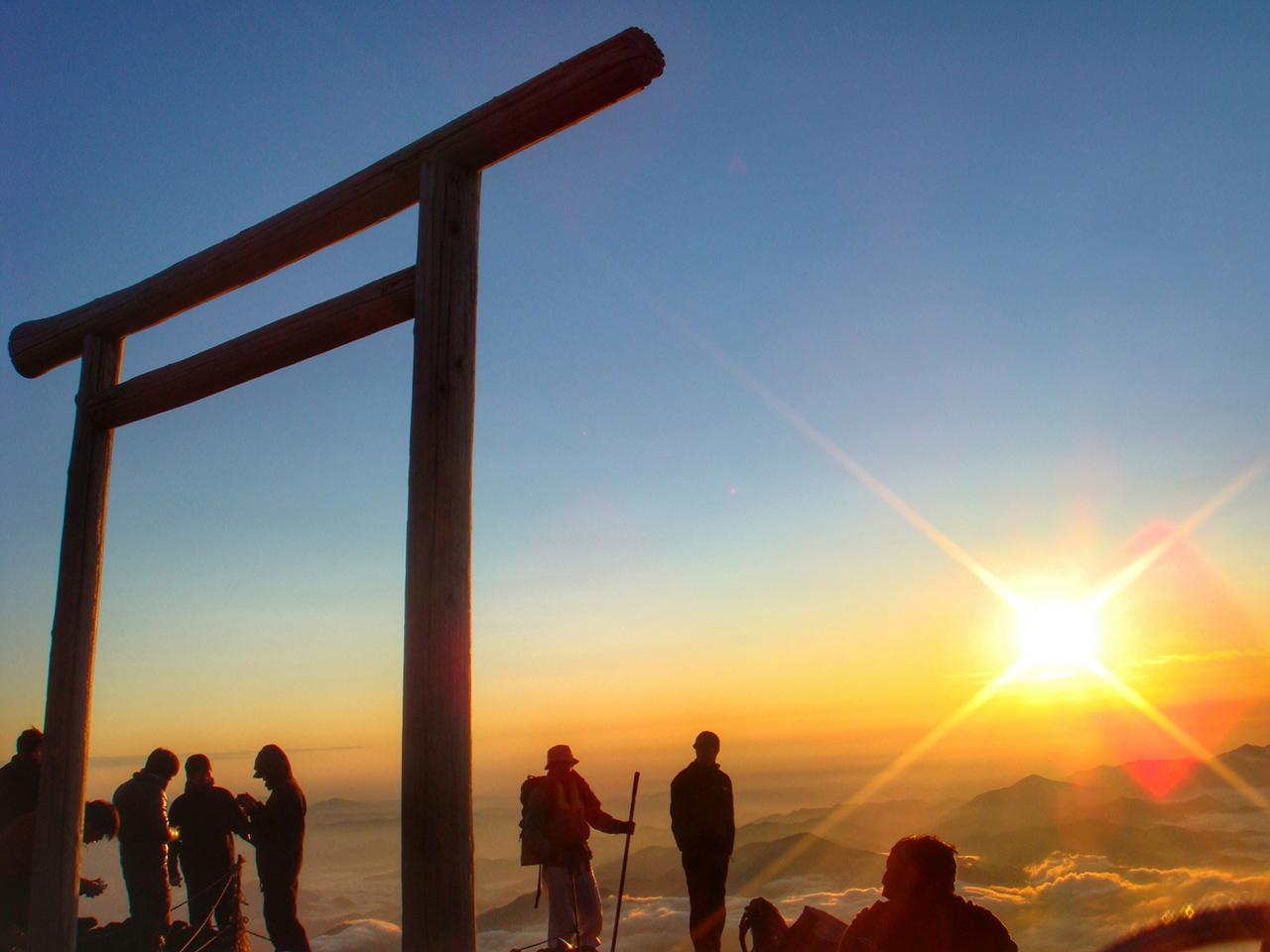 ภูเขาไฟฟูจิ (Mt. Fuji) ภูเขา ที่มีชื่อเสียงที่สุดใน ญี่ปุ่น