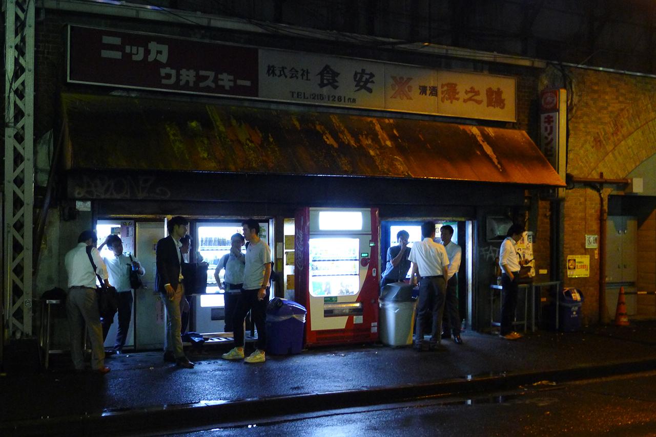 ตู้ขายของอัตโนมัติ ญี่ปุ่น ใน Ginza :ยามดึกเต็มไปด้วยผู้คน