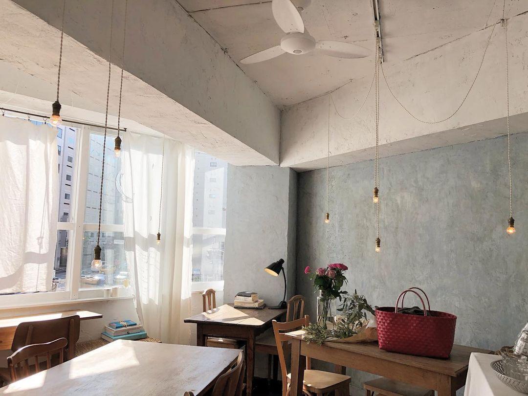 คาเฟ่โตเกียว : MOON mica takahashi Coffee SALON คาเฟ่ดวงจันทร์ที่จะมาเยียวยาหัวใจคุณด้วยขนมโฮมเมด
